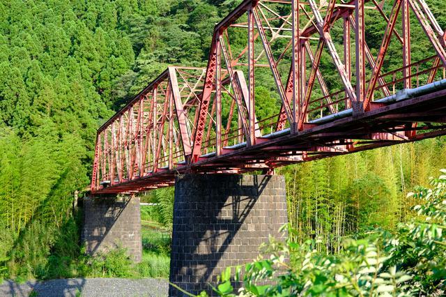 画像: 魚梁瀬森林鉄道の遺構で、現在は車が通れる道として整備されています。