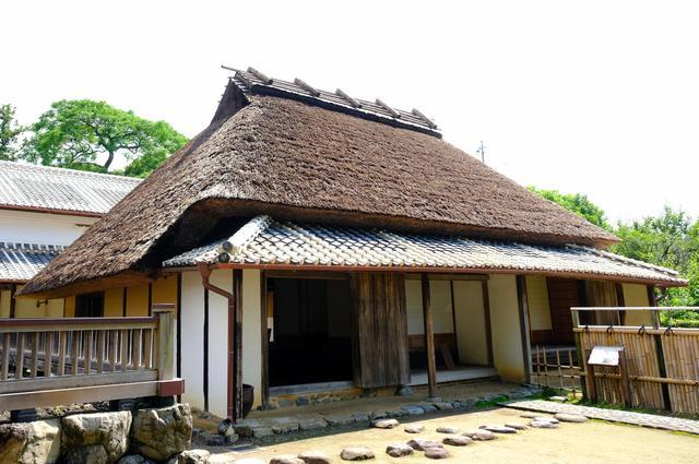 画像: 彌太郎や弟の彌之助、彌太郎の長男である久彌もここで生まれています。郷士であった岩崎家の生家は決して裕福な家ではなく大きな屋敷ではありませんが、土佐の民家の原型が詰まっていることから、当時の暮らしを残す建物として大切にされています。