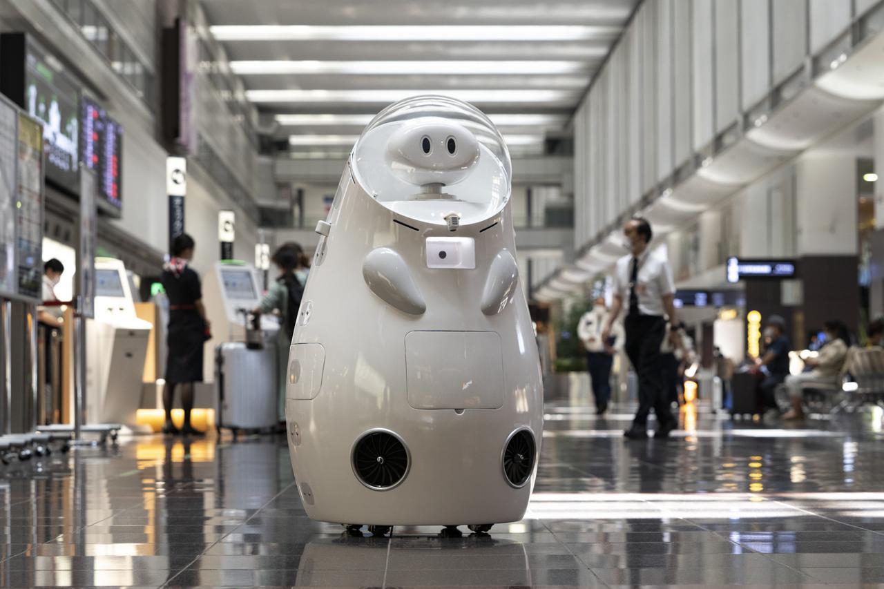 画像2: 自宅からリモート操作も。JALのお客さま対応ロボット「JET」開発秘話