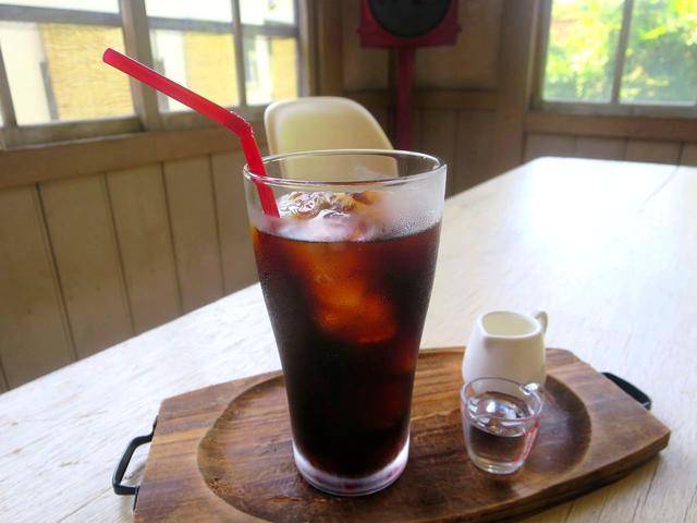 画像: 竹炭焙煎豆100%や、アラビカ種100%などの豆を用いたコーヒーはホット、アイスあり