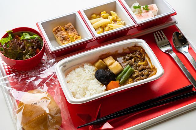 画像2: フライト気分が味わえる機内食に、オリジナル焼酎