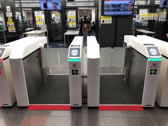 画像1: シームレスな搭乗体験のために、保安検査場に新しい改札機を導入