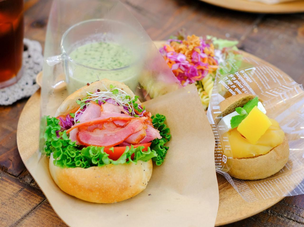 画像: 金華山ベーコンを乗せたベーグルも人気でした。野菜のスープとサラダ付で、大満足のランチです。