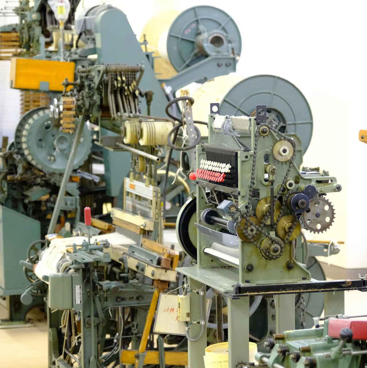 画像: 昔から使われてきたタオル織機を見ることもできました。日本にはなかったタオル織機を開発したのも泉州です。