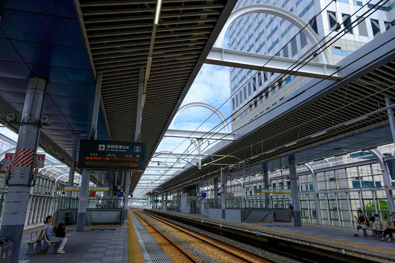 画像: 旅の締めくくりに立ち寄ったりんくうタウン駅。りんくうタウンにはアウトレットやショッピングモール、飲食店やホテル、温泉や大きな観覧車まであります。空港からひと駅というアクセスの良さなので、旅の計画にも入れやすい観光地区です。
