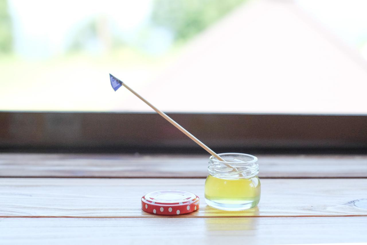 画像2: 貴重なニホンミツバチの蜜を使った、ミツロウクリームづくりを体験