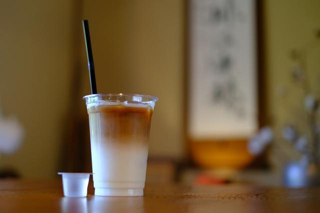 画像: 程よい苦みのエスプレッソを使ったカフェ・ラテ。冷たくておいしくて、幸せな気持ちになれました。