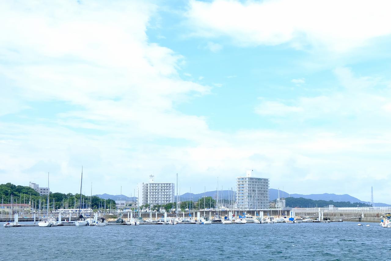 画像: 淡輪港をぐるり散策。キラキラと陽射しを受けるヨットが並ぶハーバーは、まるで日本じゃないみたいな景色。