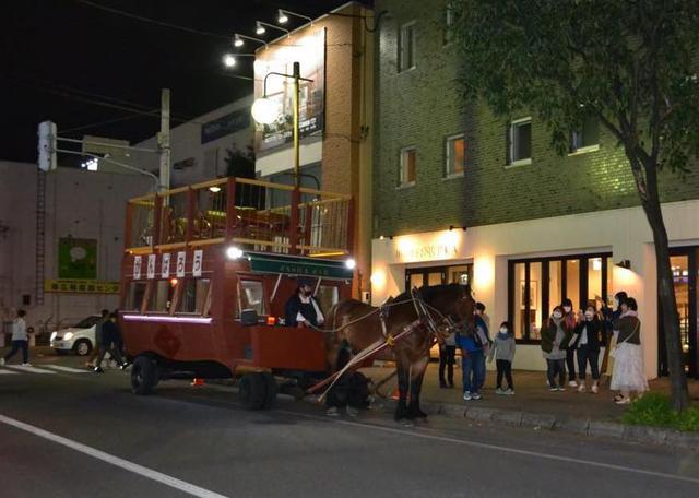 画像1: 変わらず人気の十勝名物「馬車BAR」