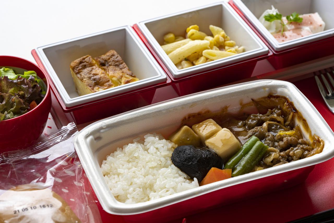 画像1: 飛行機雑学File 1 お客さまの安全のため、機長と副操縦士は別々の食事を取ります
