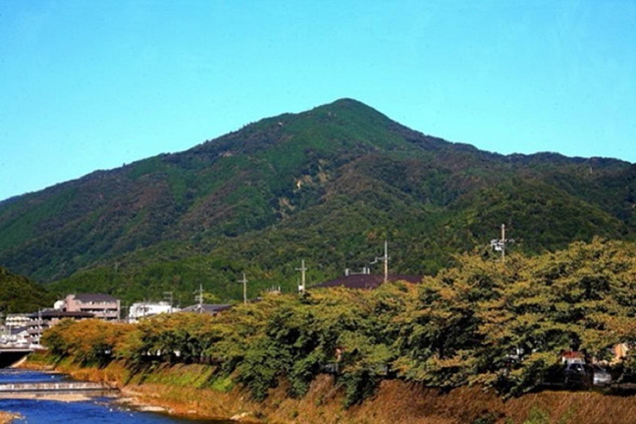 画像: 京都市内から見る比叡山