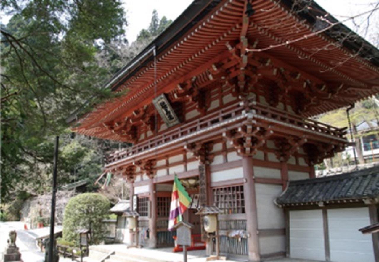 画像: 仁王門(山門)。鞍馬山への入り口です