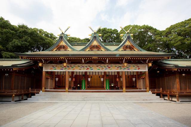 画像: 三連春日造の本殿