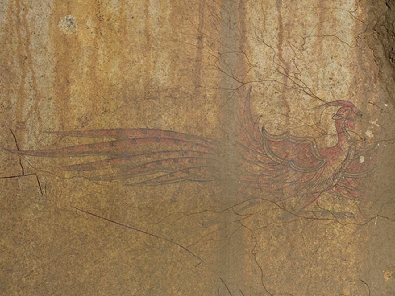 画像: 南を司る「朱雀」は、羽を広げて飛び立つ瞬間のような姿が描かれ、躍動感があります