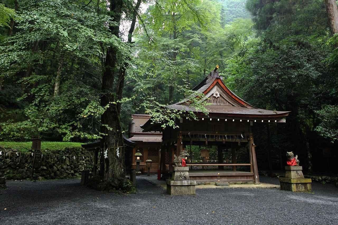 画像: 奥宮。本宮と同じく高龗神、そして闇龗神、玉依姫命を祀っています
