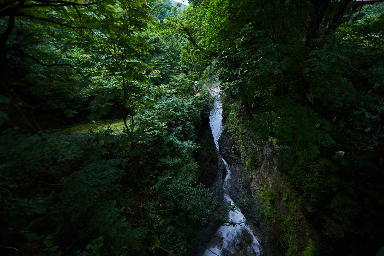 画像2: 悠久のときをかけて水が温泉を掘り当てた、小安峡の「大噴湯」