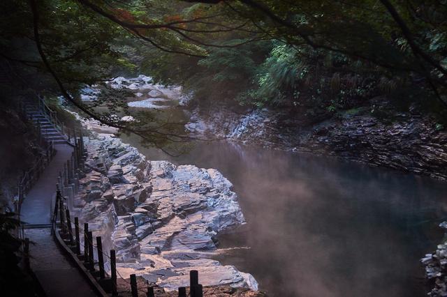 画像1: 悠久のときをかけて水が温泉を掘り当てた、小安峡の「大噴湯」