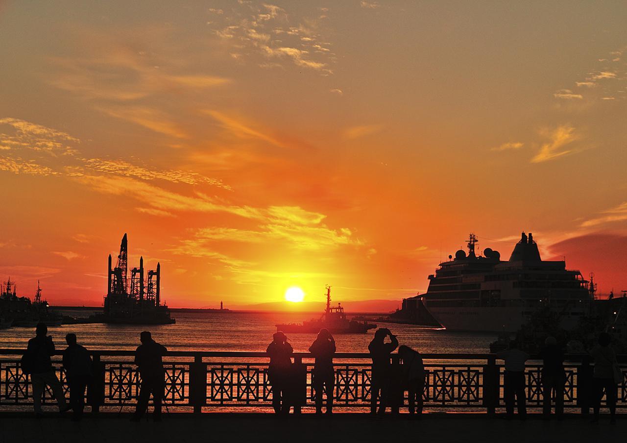 画像1: 美しいオレンジ色に染まる世界三大夕日「釧路港の夕日」