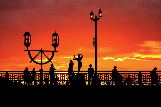 画像3: 美しいオレンジ色に染まる世界三大夕日「釧路港の夕日」