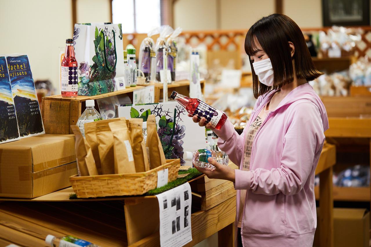 画像: グルメとお買い物。森の恵みを堪能できる「白神山地 森のえき」