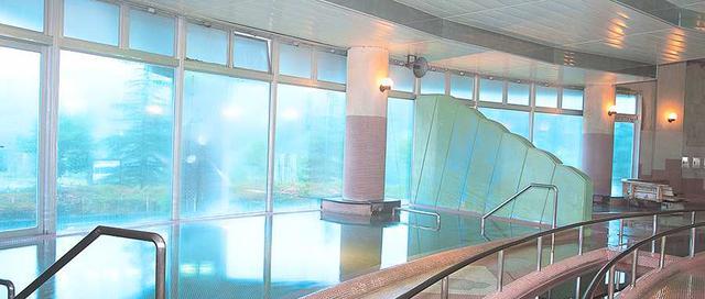画像2: 日帰り利用もできる温泉施設「ホテルゆとりあ藤里」