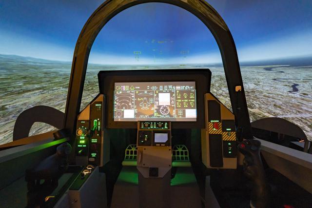 画像2: 本格的なフライトシミュレーターで航空機を操縦