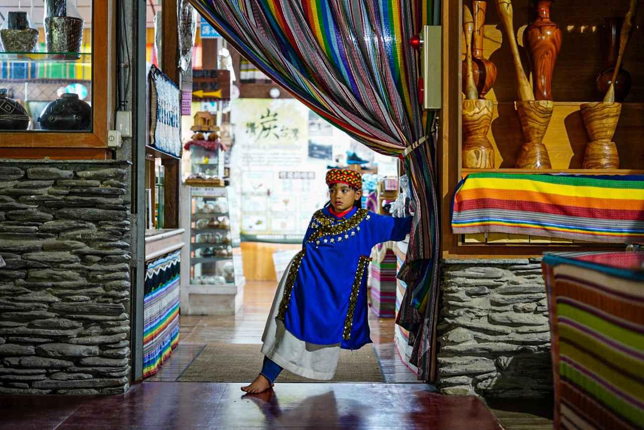 画像2: 原住民族の鮮やかな衣装は圧巻 布農部落林休閒農場