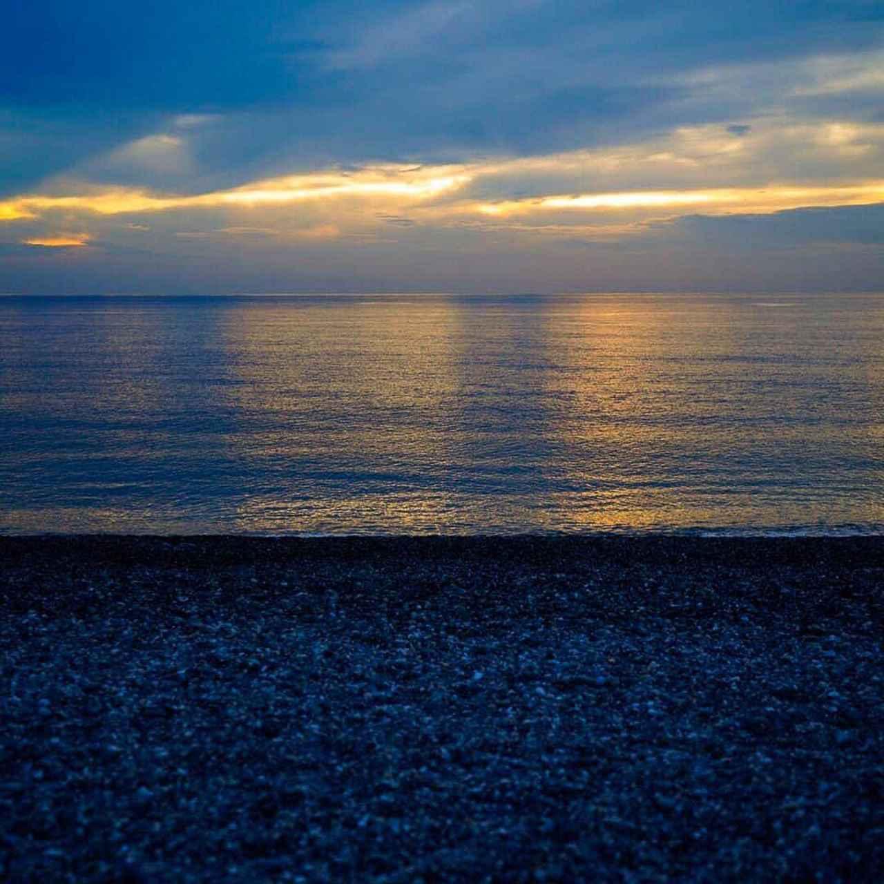 画像: 日の出の時間帯を狙って訪れたい 七星潭海灘