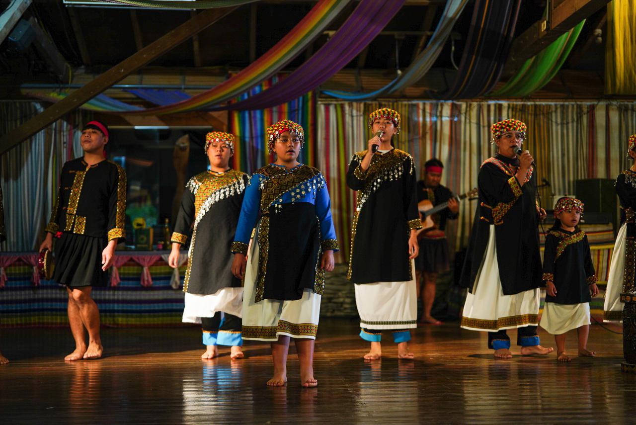 画像1: 原住民族の鮮やかな衣装は圧巻 布農部落林休閒農場