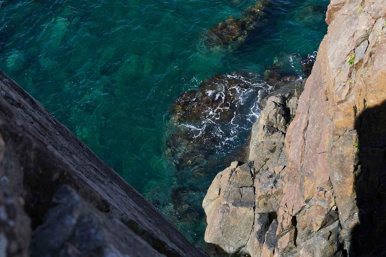 画像: 鹿落としから見た海