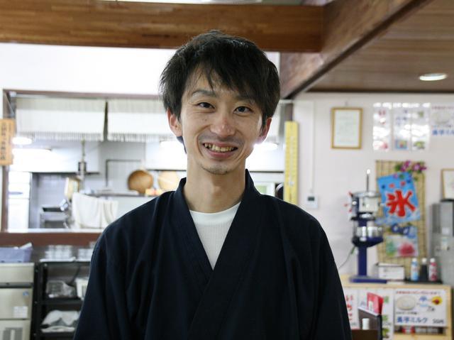 画像: 「おおせっか」主事の小比類巻 淳さん。三沢出身で、東京の飲食店でも腕を揮った