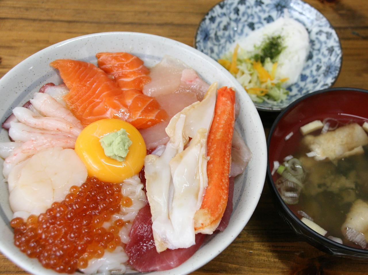 画像: 漁師の漬丼 1850円(限定7食) 新鮮な地元などの海産物が10種類も載ったイチオシ