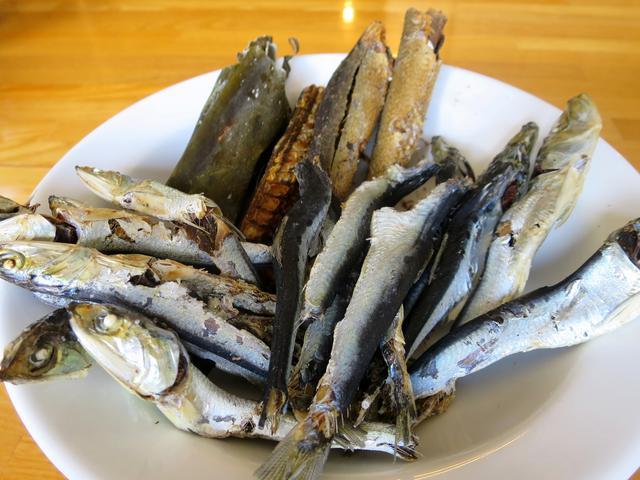 画像: スープに用いているひらこ煮干しや片口イワシ、サバ丸干し、昆布など