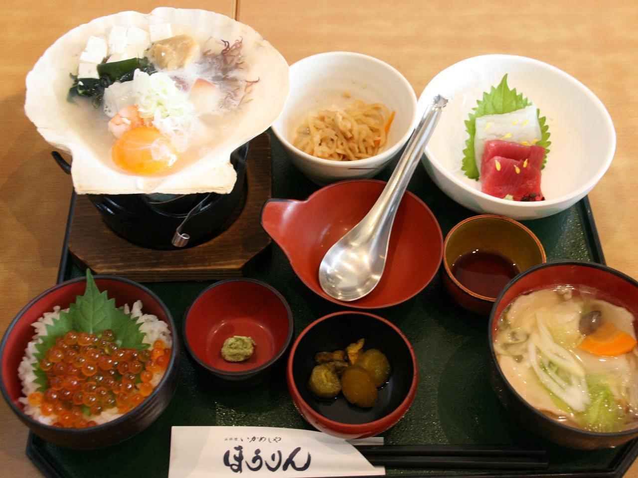 画像: 「あおもり定食 ミニイクラ丼」2280円。まさに青森の郷土料理や食材を堪能
