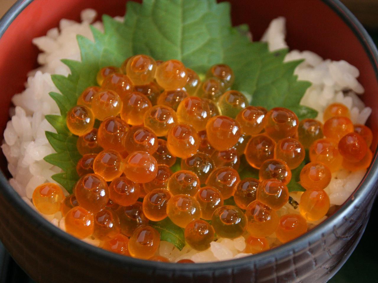 画像: ミニイクラ丼とのセットで2280円。ミニネギトロ丼だと1980円