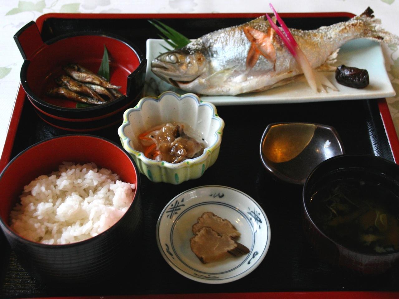 画像: 「ひめます塩焼き定食」1750円。ひめますの旨みと焼いた香ばしさを、一度に満喫