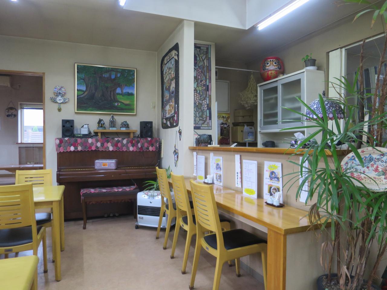 画像: 自宅のような雰囲気にも思える、ゆったりとした雰囲気。ステンドグラスなども素敵