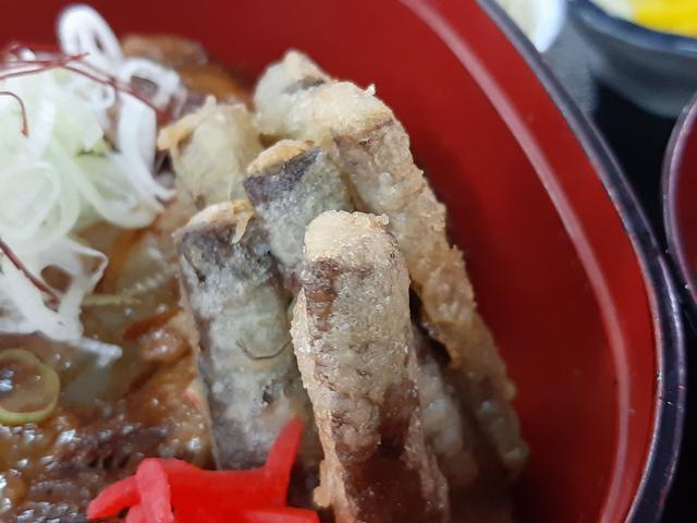 画像: シャキシャキとした地元のごぼうを用いた天ぷらも添えられている