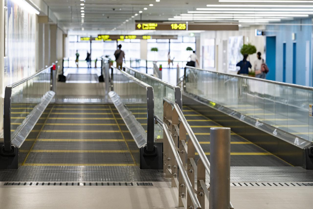 画像3: ご搭乗までのひとときは、ぜひ国内初のウォークスルー型商業エリアで