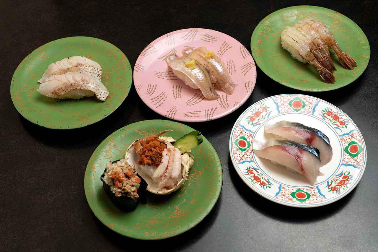 画像: 右上から時計回りに、ガス海老、生トロサバ、香箱蟹、炙りのど黒、ハタハタ握り。