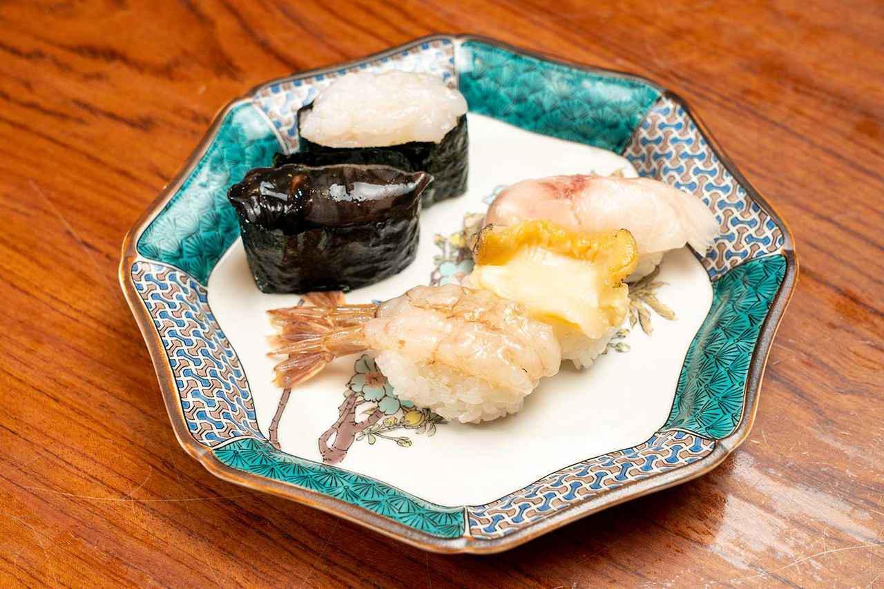 画像: 北陸5点盛り。右上から時計回りにのど黒、ばい貝、がす海老、ほたるいか、白えびと、北陸を代表する魚介が一皿に。