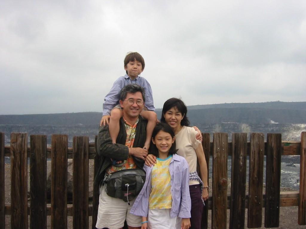 画像: マウイ島滞在時の家族写真