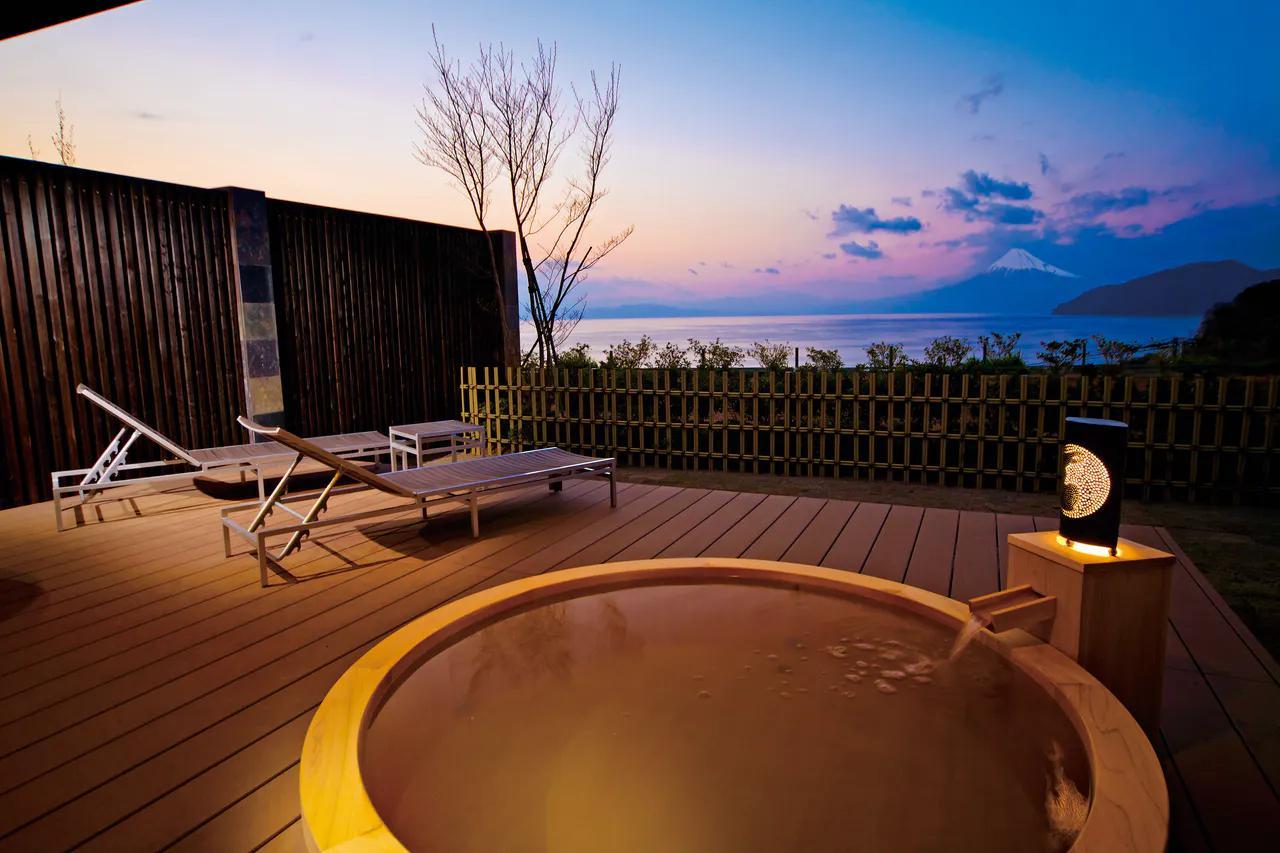 画像1: 【静岡】洋上に浮かぶ富士山を露天風呂から愛でる感動体験