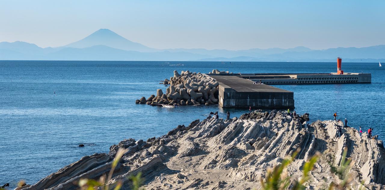 画像: 城ヶ島渡船乗り場から歩いて行ける「楫の三郎山神社」周辺から見る富士山です。絶景~!