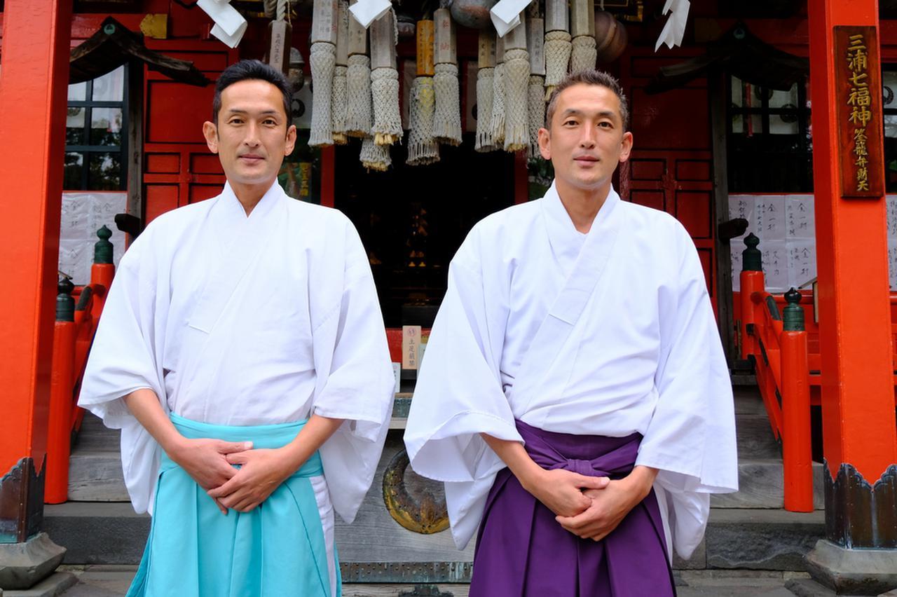 画像: 海南神社の神主さんはなんと双子!神社内をご説明いただき、見どころの多い神社であることが理解できました。三崎へ行ったら三浦の総社・海南神社へ立ち寄ってみてください。