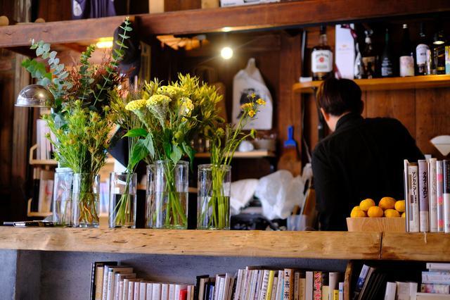 画像: この日はお花のワークショップ開催日。良い香りが店内に広がっていました。
