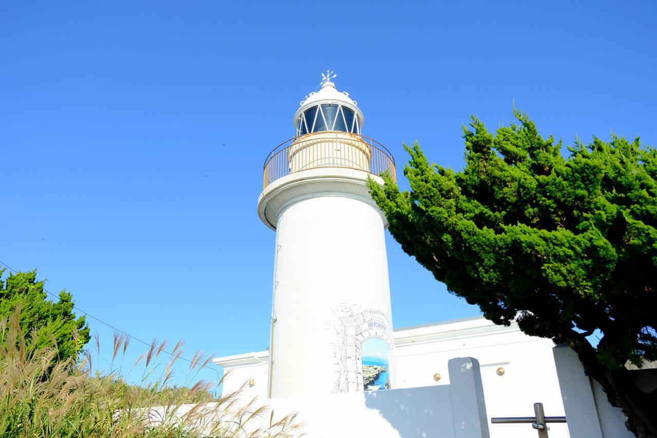 画像: 真っ白な城ヶ島灯台へも登りました。ここからは伊豆大島や房総半島もうっすらと見えました。海に囲まれる眺望の良い場所です。