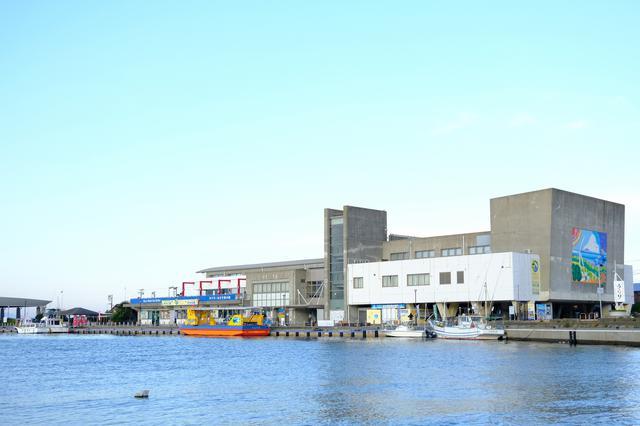 画像: 城ヶ島へ渡る渡船チケットを購入しに「うらりマルシェ」へ立ち寄ります。