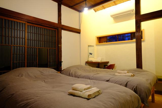 画像: ふかふかのベッドが入る個室仕様。