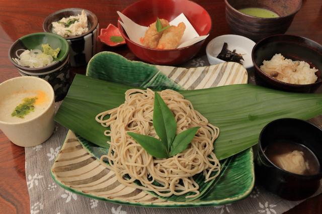 画像3: 日本家屋を利用した趣ある建物で、家族と味わう手打ち蕎麦
